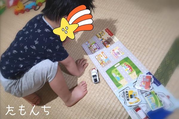 のりものパズルずかんで遊ぶ息子