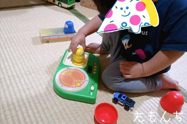 ひかるリズムドラムといろりんを組み合わせて遊び息子