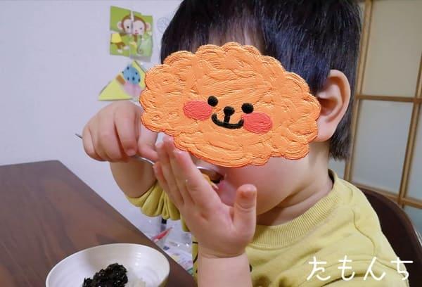 ミールキットで作ったご飯をもりもり食べる息子。