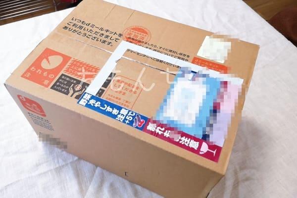 dミールキットの配送箱